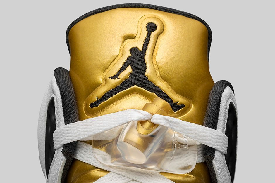 AIR-JORDAN-5-RETRO-WHITE-METALLIC-GOLD-DETAIL