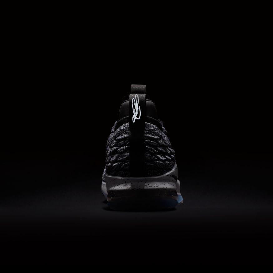 timeless design d6493 3c469 Nike Lebron 15